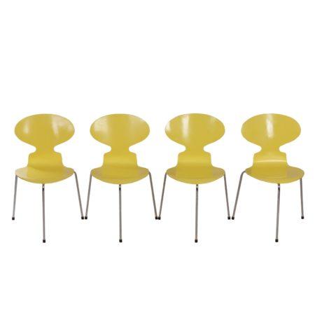 Arne Jacobsen Mier Stoelen voor Fritz Hansen, Geel Gelakt met Drie Poten – 1952 | Vintage Design